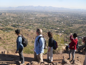 A brief stop along the trail to admire the valley view.